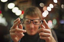 Что выбрать очки или линзы?
