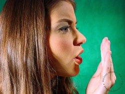 Как избавить от неприятного запаха изо рта