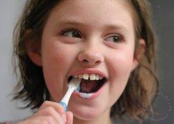 Какими зубными щетками должны пользоваться дети?
