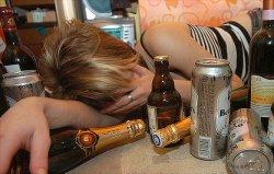 Врачи не рекомендуют употреблять алкоголь в качестве снотворного